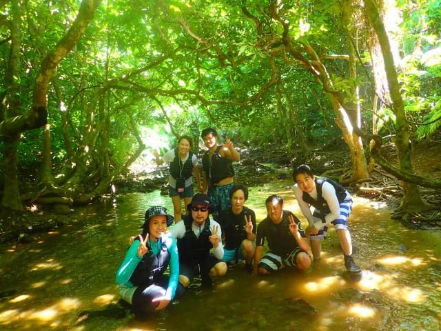 石垣島パワースポット巡りの社員旅行でトレッキング