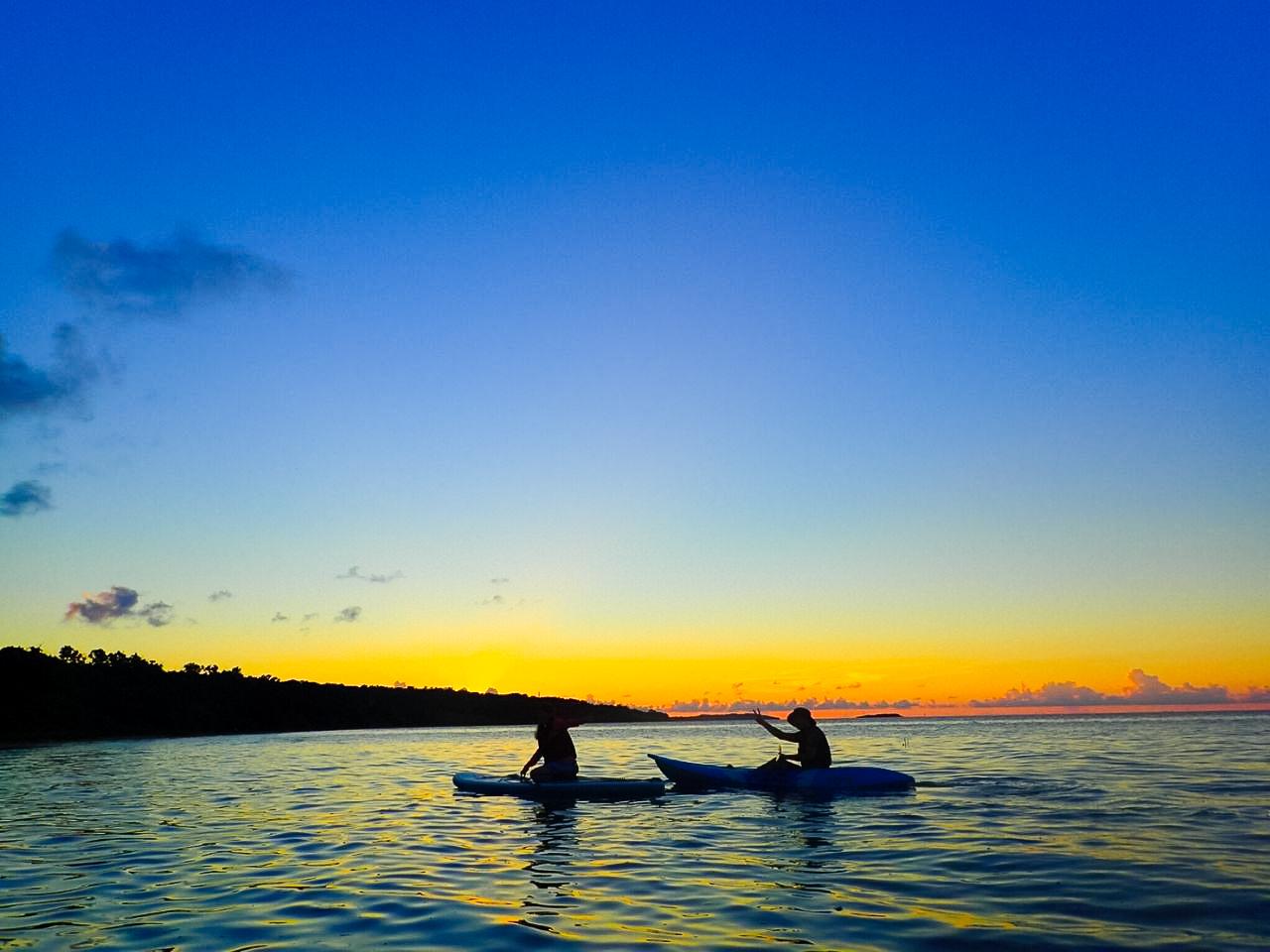 夕暮れも綺麗な川平湾でのカヤック体験