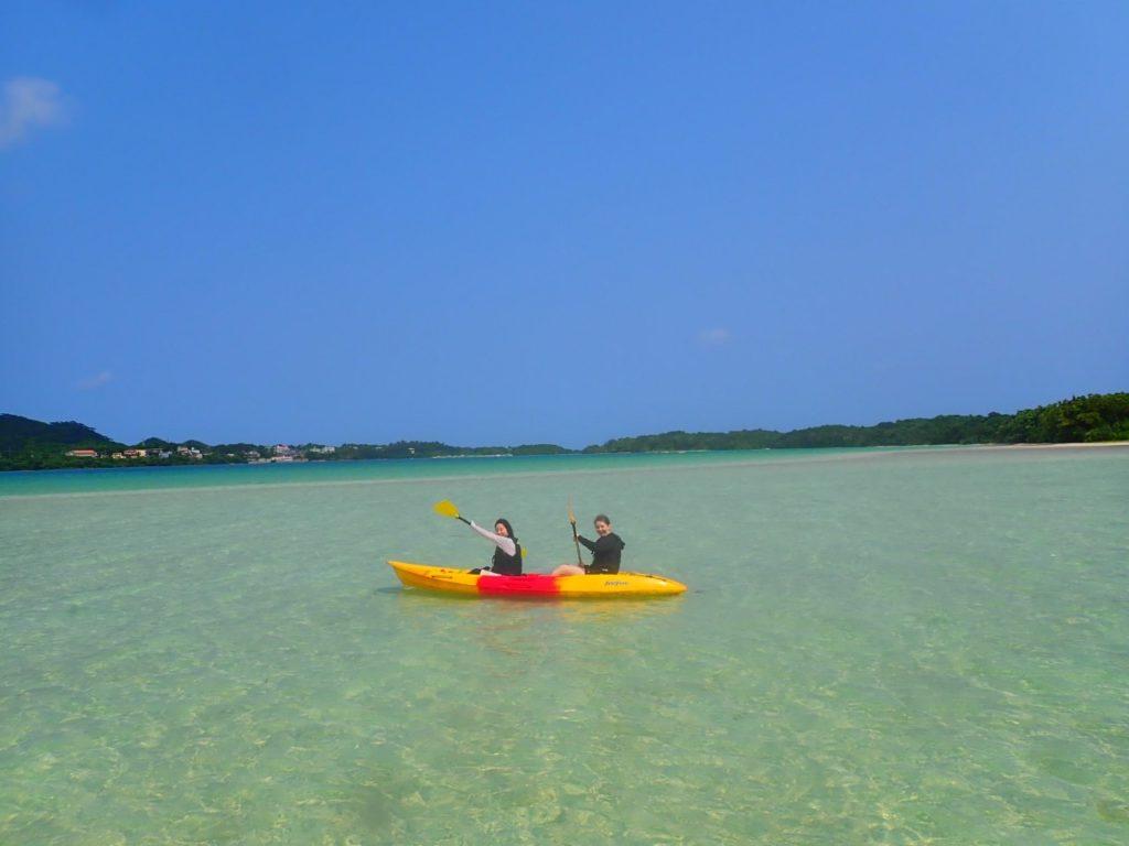 カヌーを楽しむ2人
