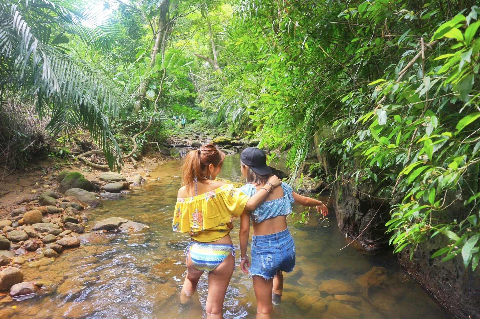 西表島のパワースポットクーラの滝supアクティビティ