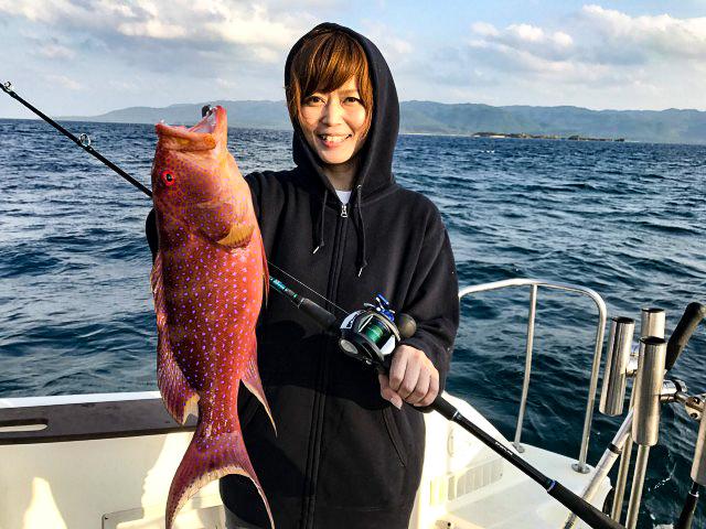 女子釣りで大物を釣る