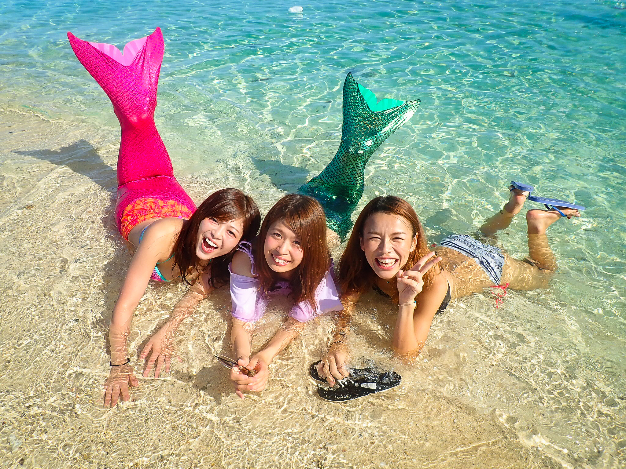 今女子旅で人気の幻の島でのマーメイドフォト
