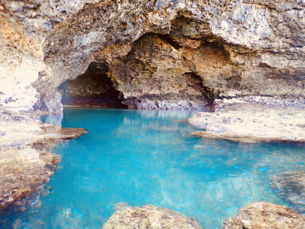 石垣島の青の洞窟