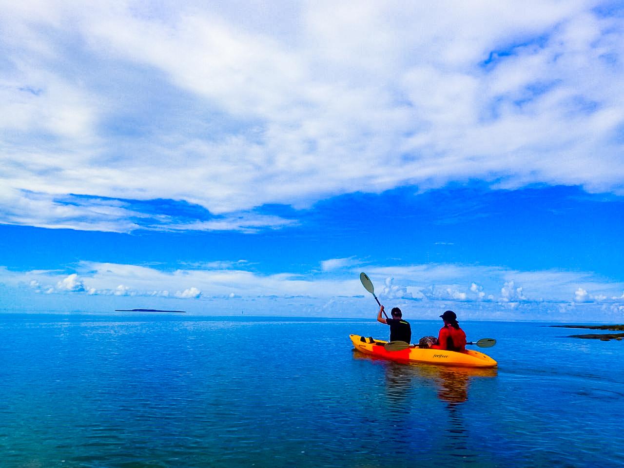 天気のいい日の石垣島青の洞窟カヤックアクティビティ