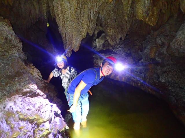 鍾乳洞を体験できる西表島鍾乳洞ケイビングツアー