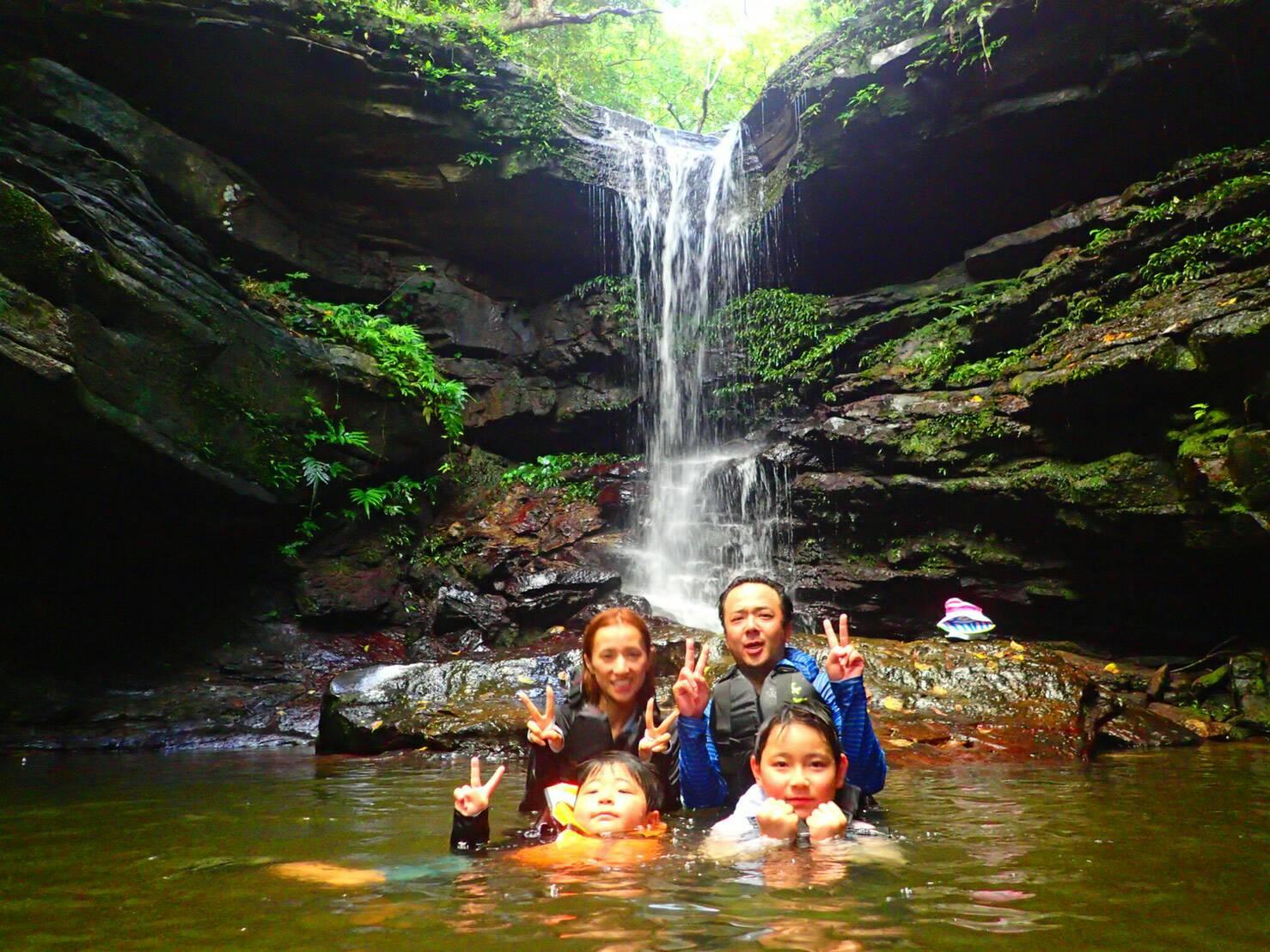 世界自然遺産登録候補地の西表島でカヌーツアー