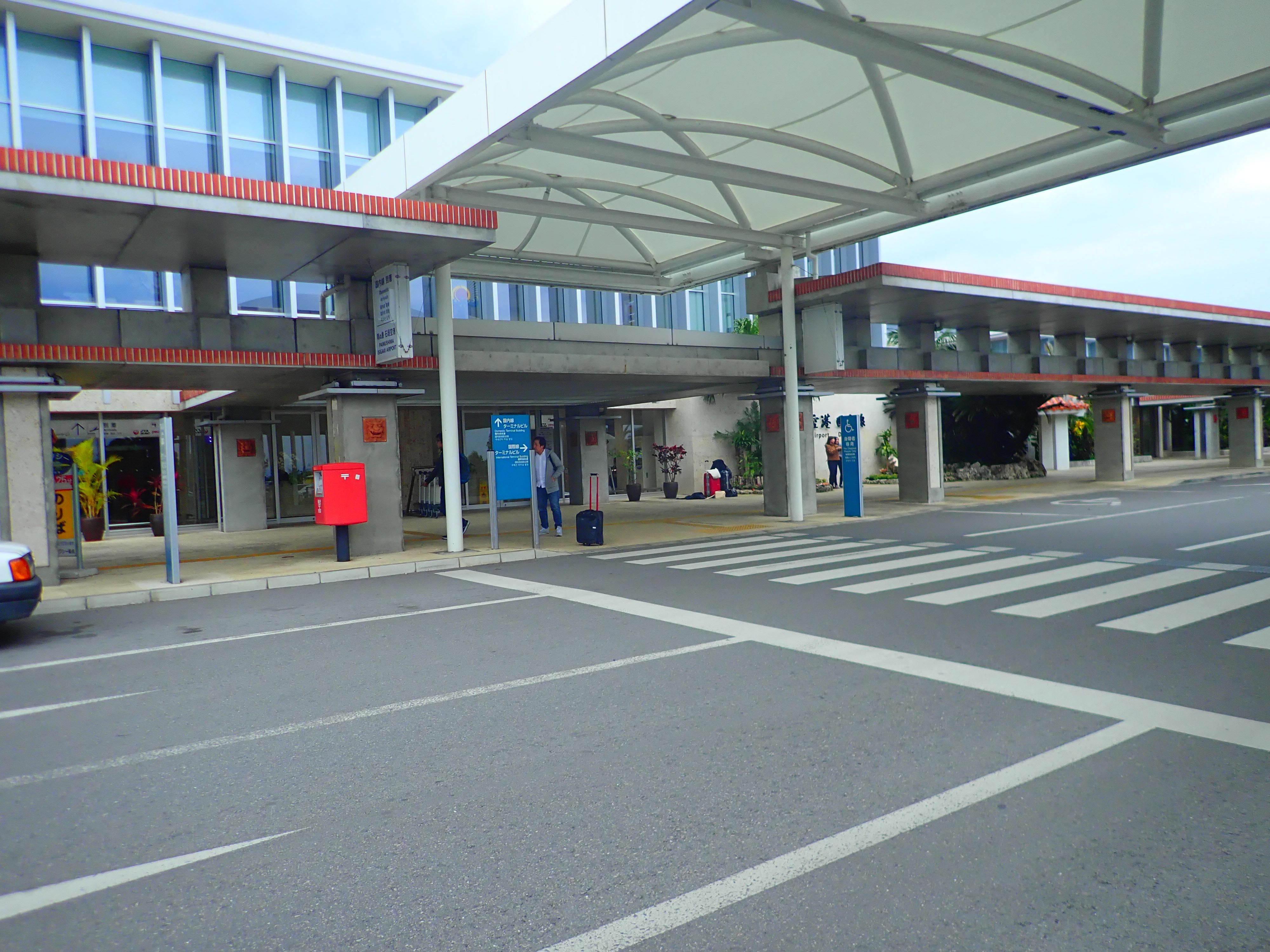 空港外のタクシー・バス乗り場