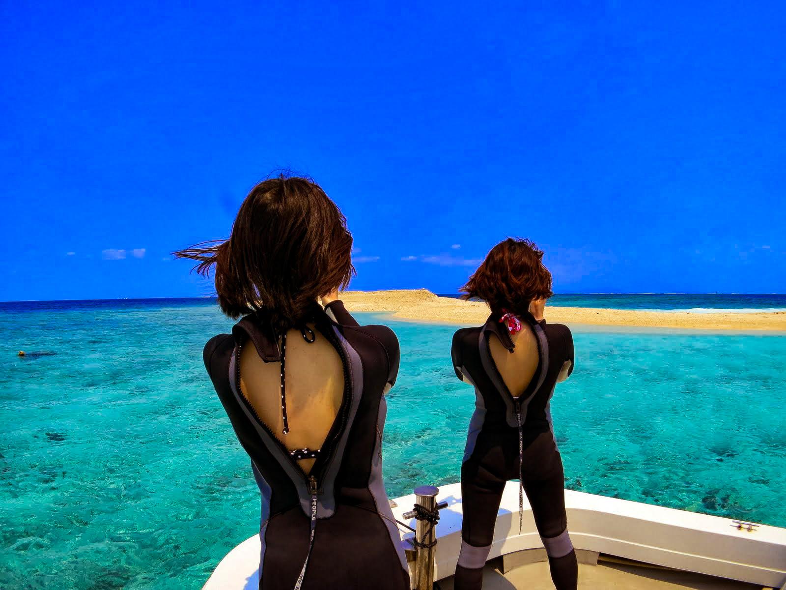 ダイビングへ向かう女性2人