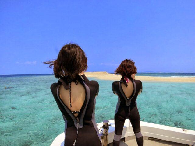 女子旅で船から幻の島を撮影