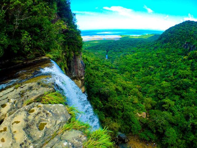 沖縄県下落差NO.1のピナイサーラの滝