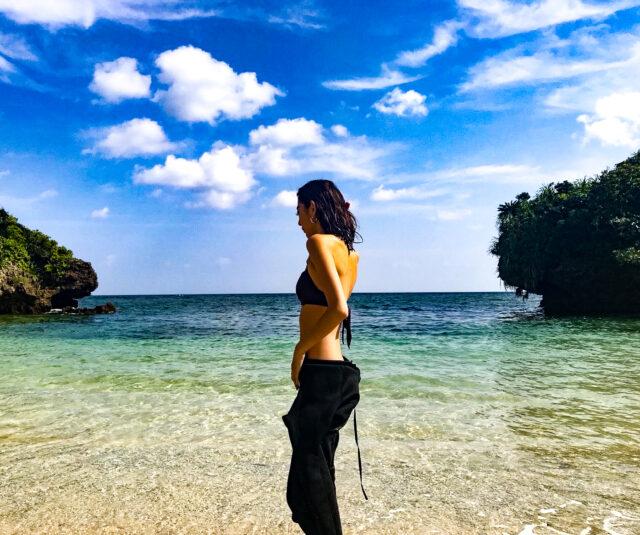 青の洞窟へダイビングへ向かう女性