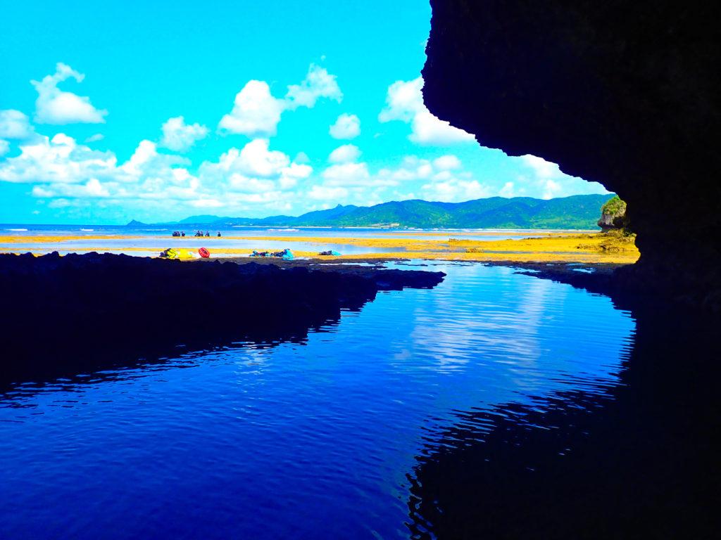 米原ビーチ近くにある石垣島の青の洞窟