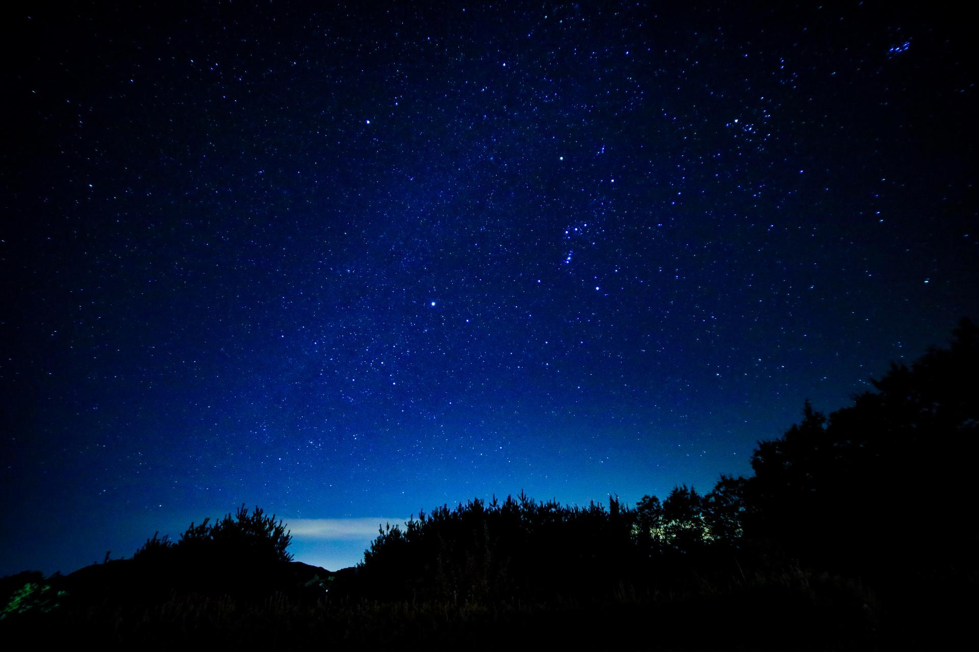 サンセットから星空に変わる様子