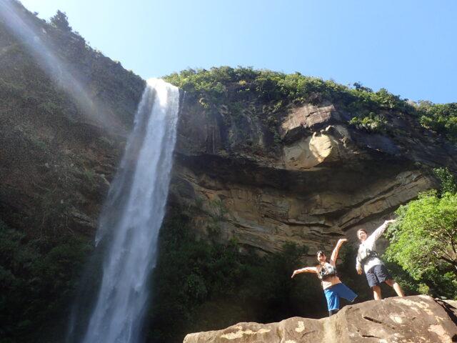 西表島の雄大な滝