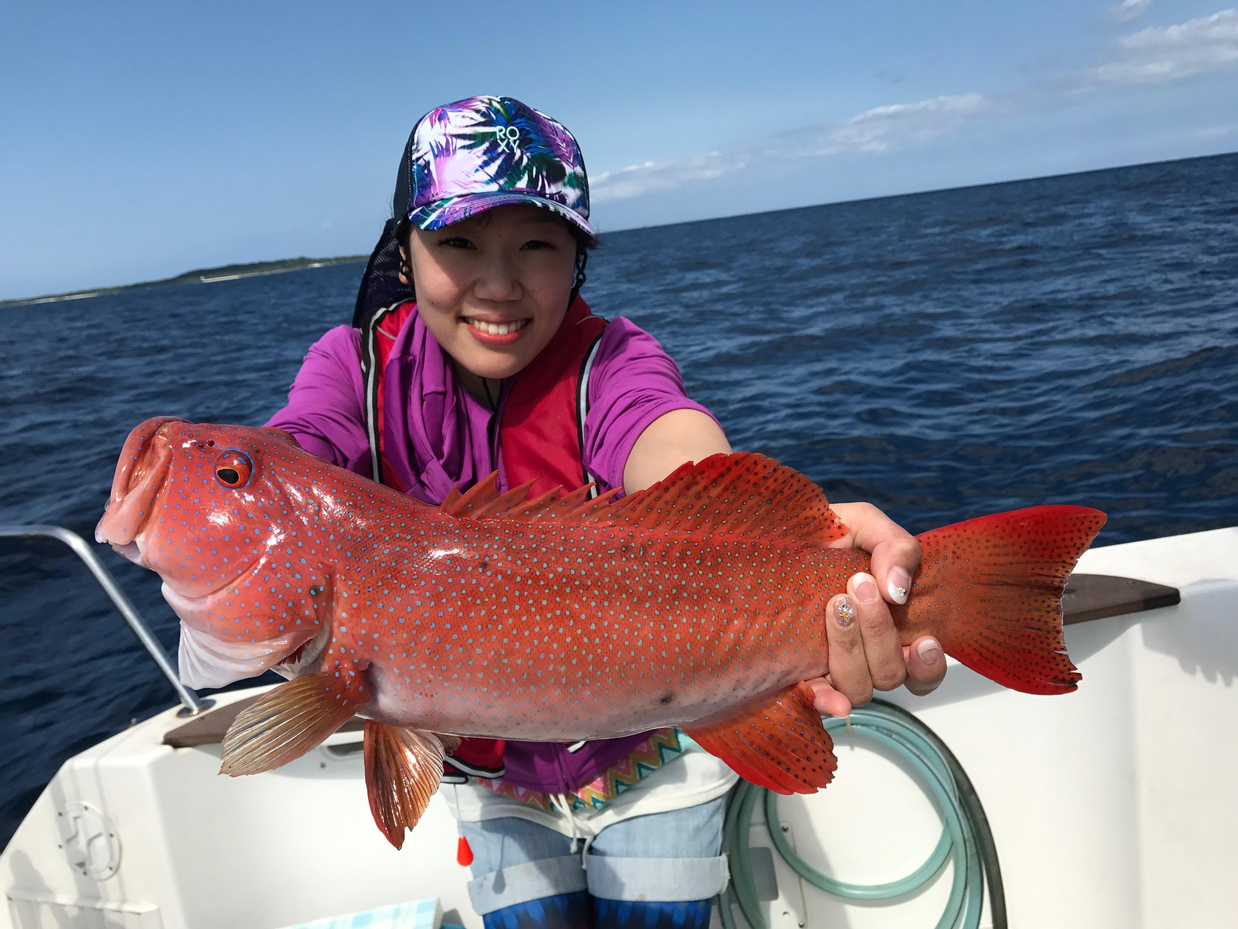 石垣島で釣りのツアーに参加する女の子