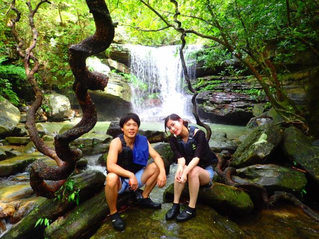 西表島、クーラの滝、モダマの木、カップル