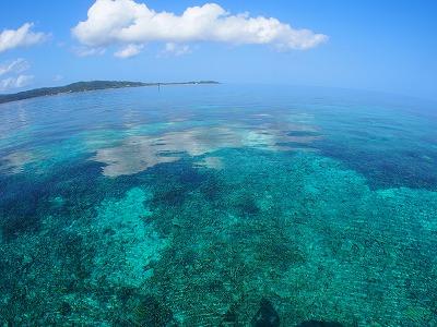 鳩間島の透明度抜群の海