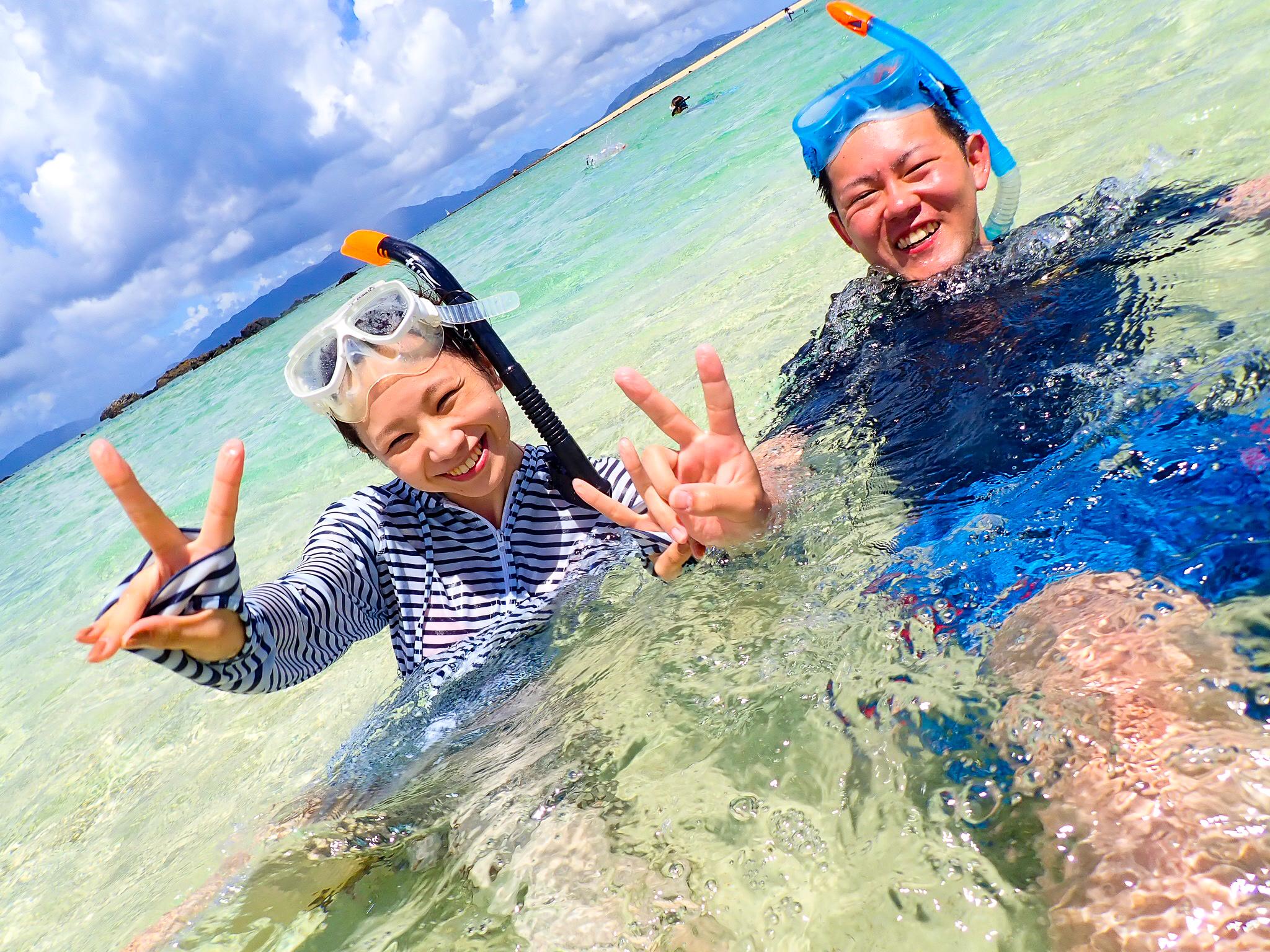 石垣島でシュノーケリングを楽しむ