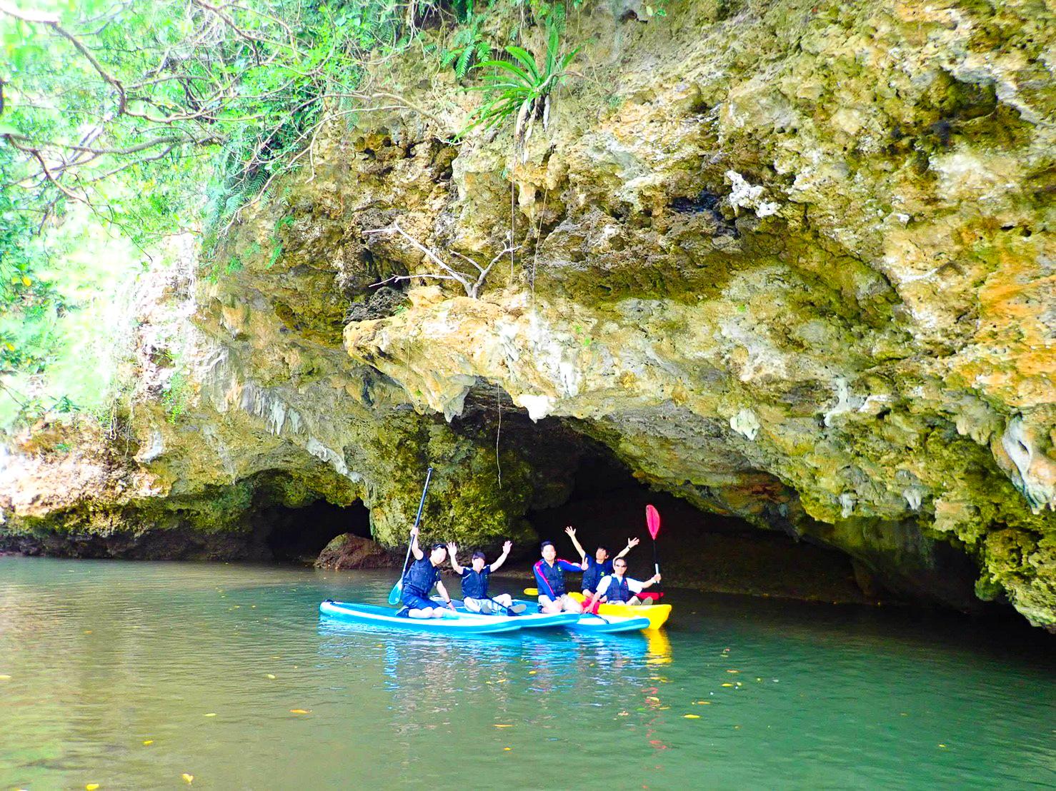 宮良川の洞窟周辺でSUPとカヌークルーズ