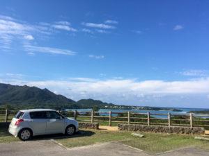 川平湾を望むパーキング