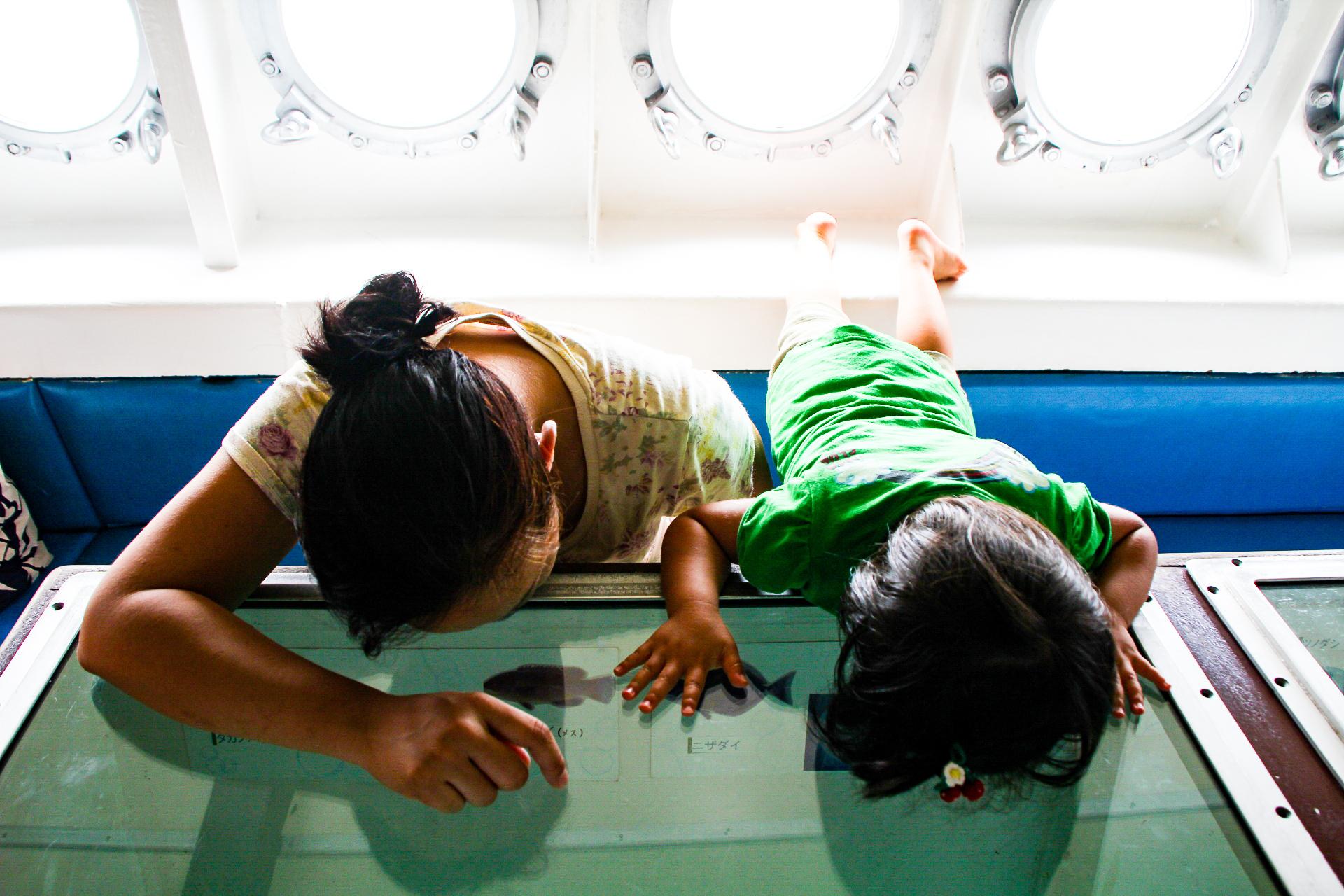 家族で川平湾のグラスボート体験