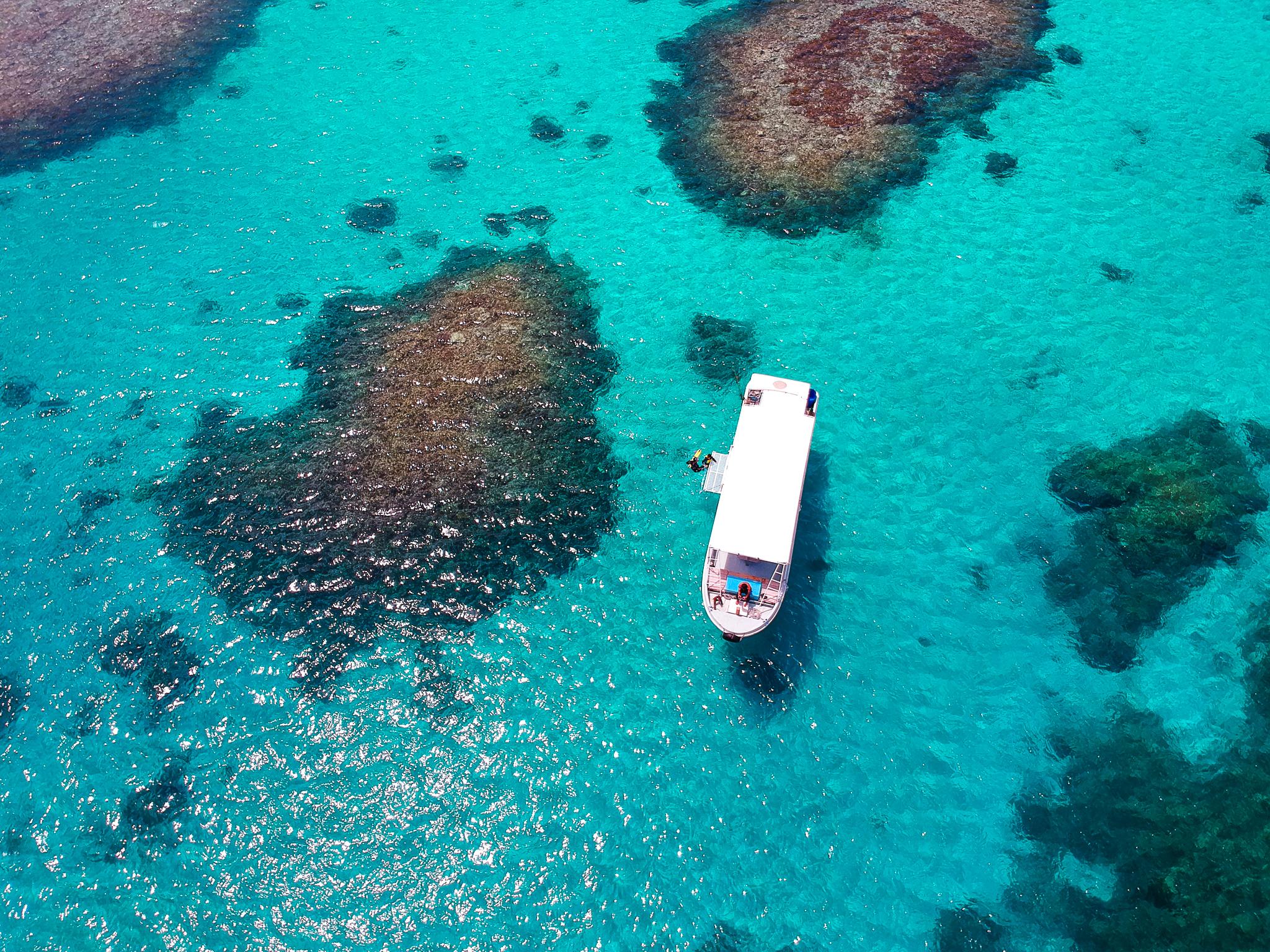 上空から石垣島の海を撮影
