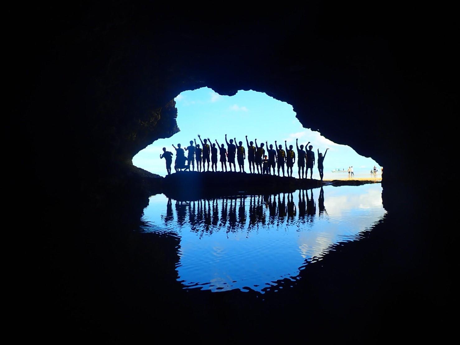 【地域共通クーポン対象】たっぷり遊ぶ!「川平湾」グラスボート&SUPと「青の洞窟」シュノーケル-1日ツアー-(No.397)