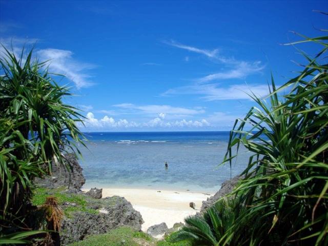 星砂が広がる鳩間島の島仲浜