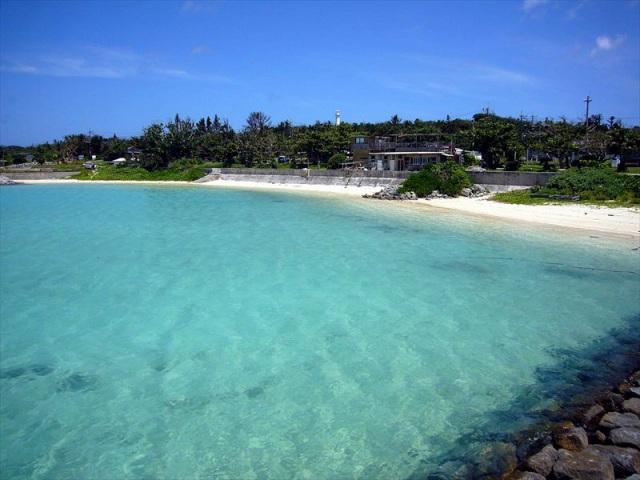 小浜島の港付近の前の浜