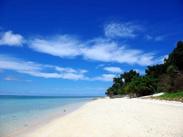 鳩間島随一の白砂ビーチ屋良浜
