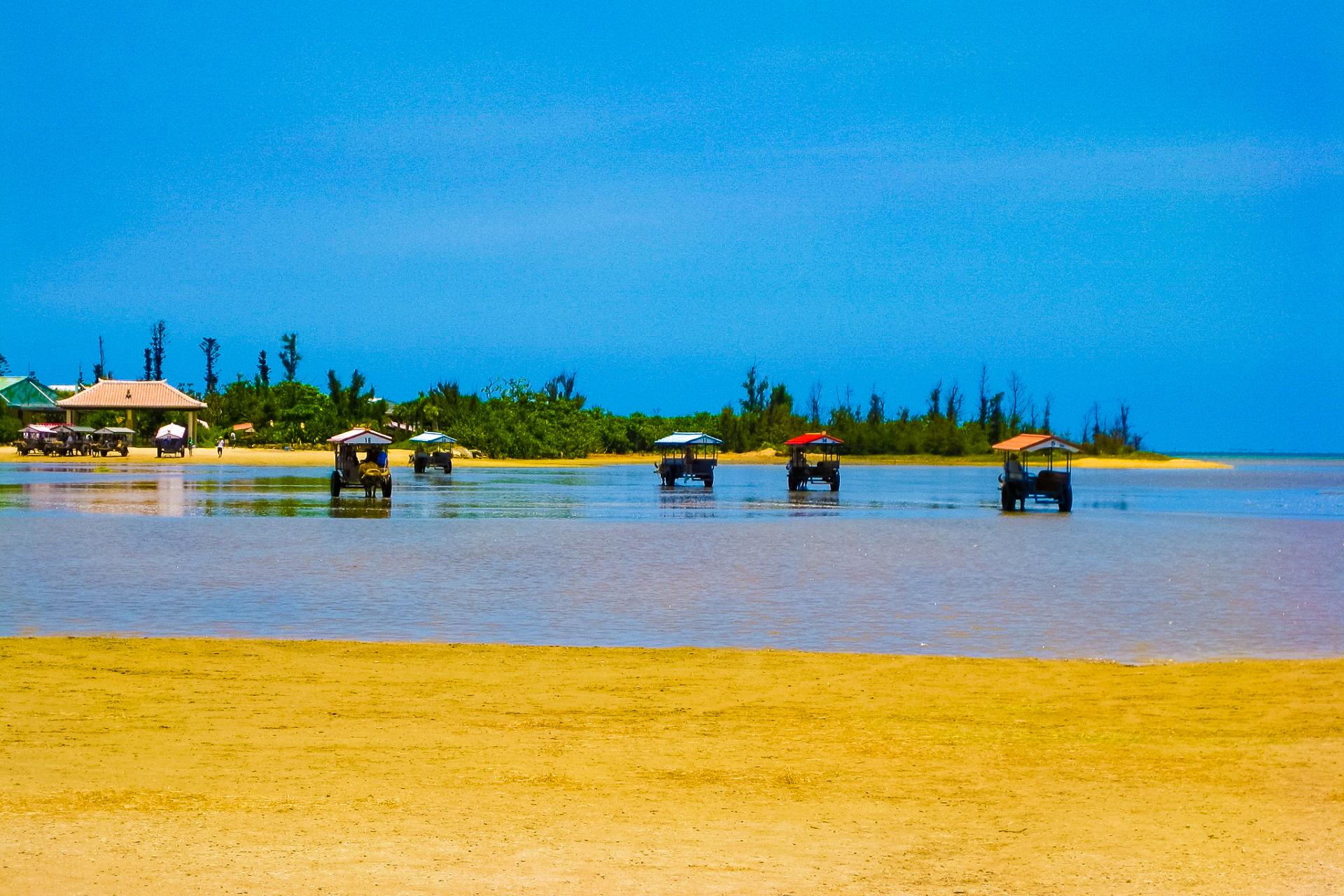 西表島側からの由布島の風景