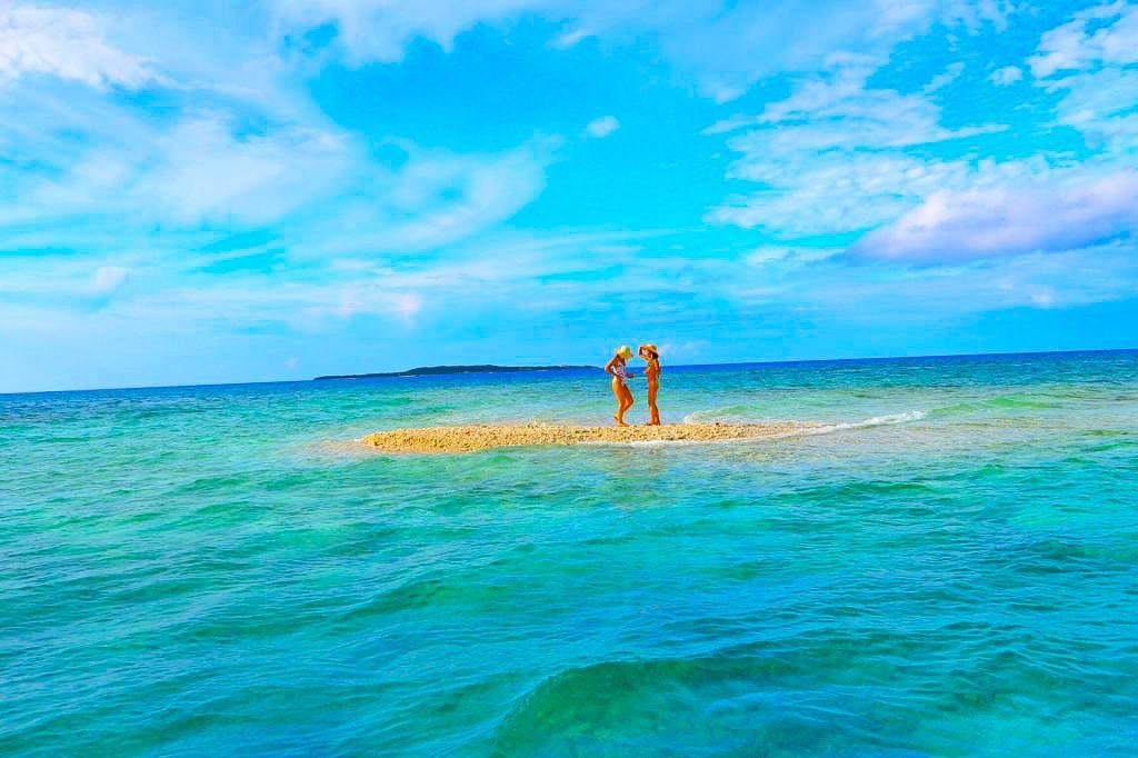 鳩間島から3km先にあるバラス島