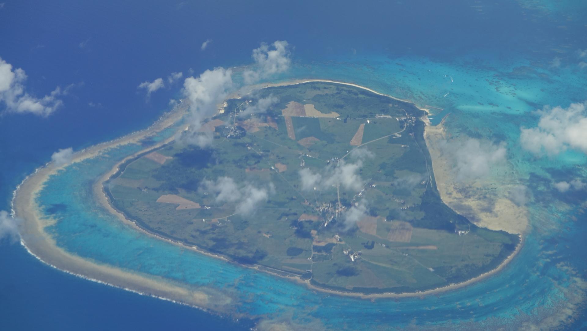黒島を上空から撮影