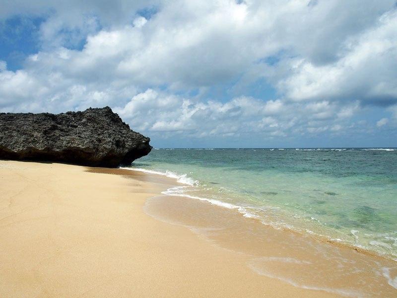 鳩間島随一のビーチ島仲浜