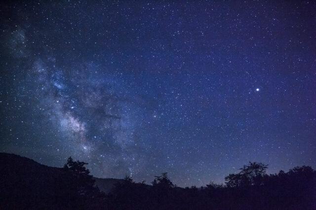 天の川の見える石垣島の夏の夜空