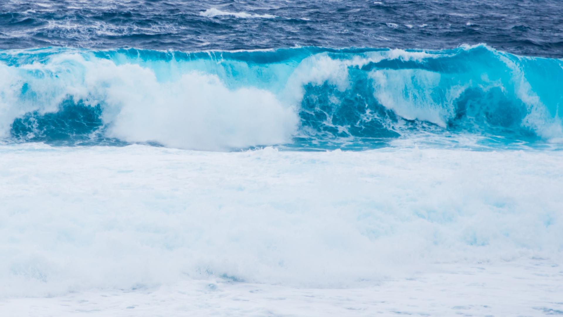石垣島の台風時の荒波