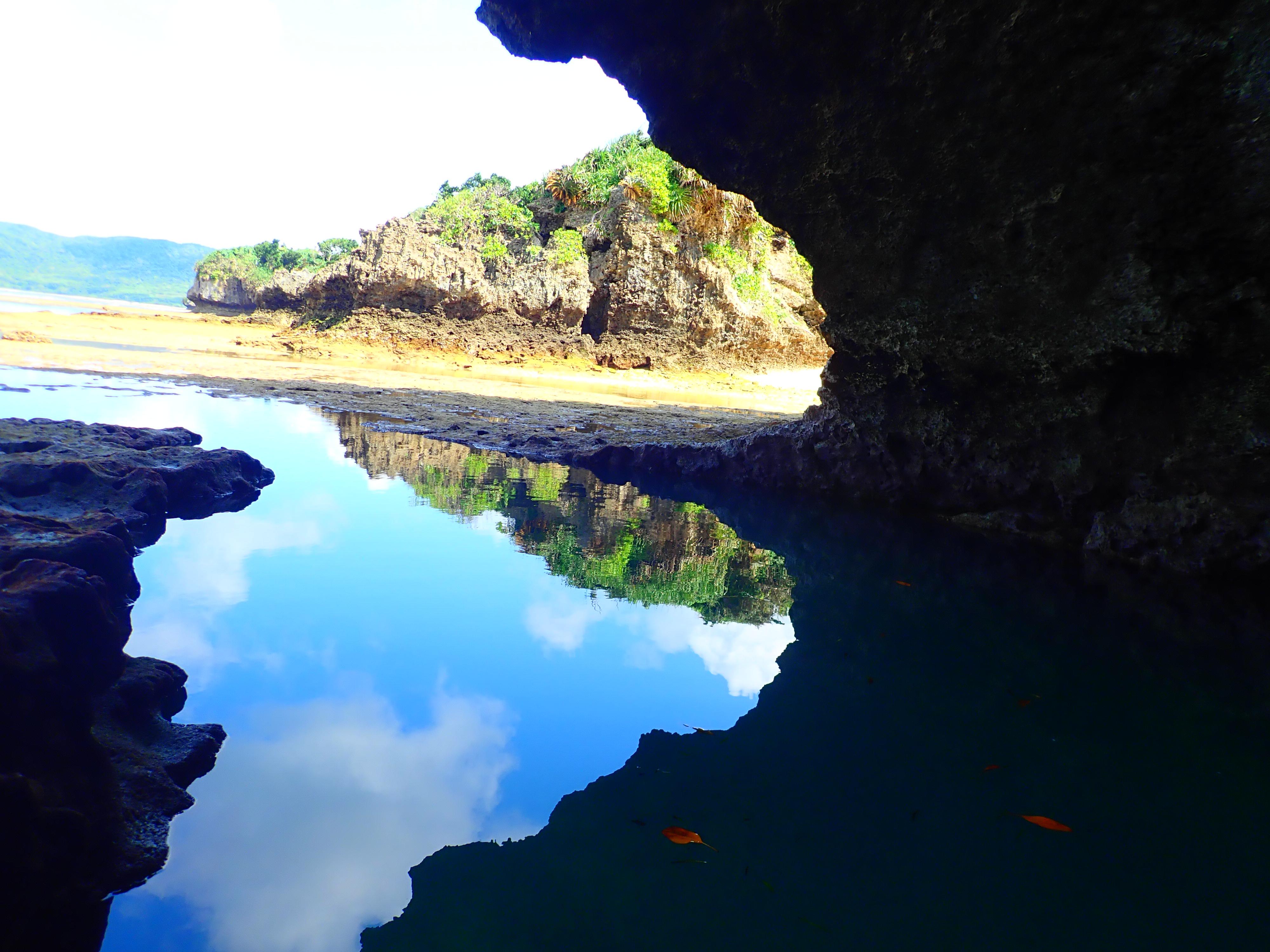 青の洞窟から見る風景