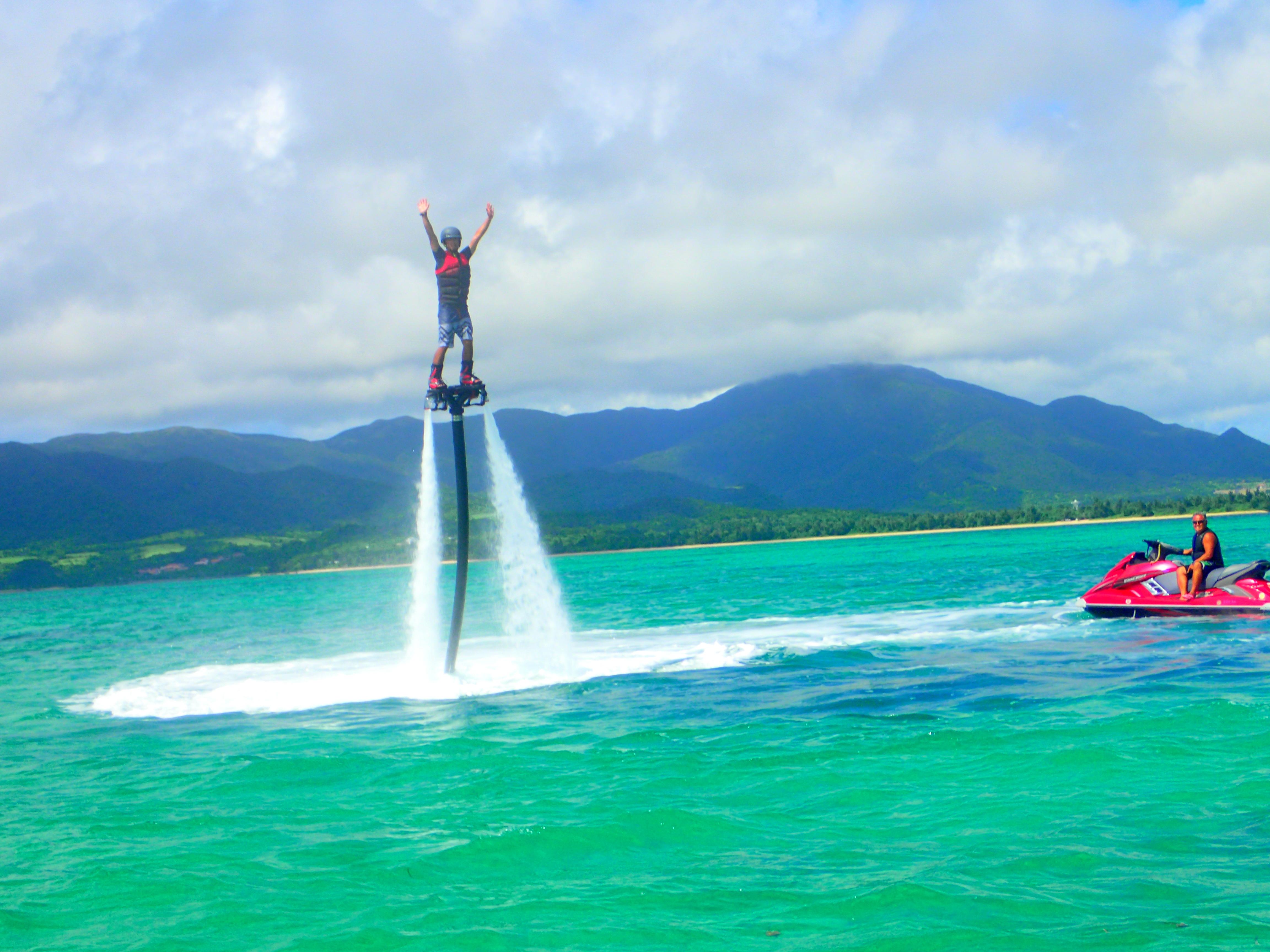 フライボード体験(30分)&マリンスポーツ16種類遊び放題-半日コース-もれなく竹富島行き乗船券プレゼント!(No.404)