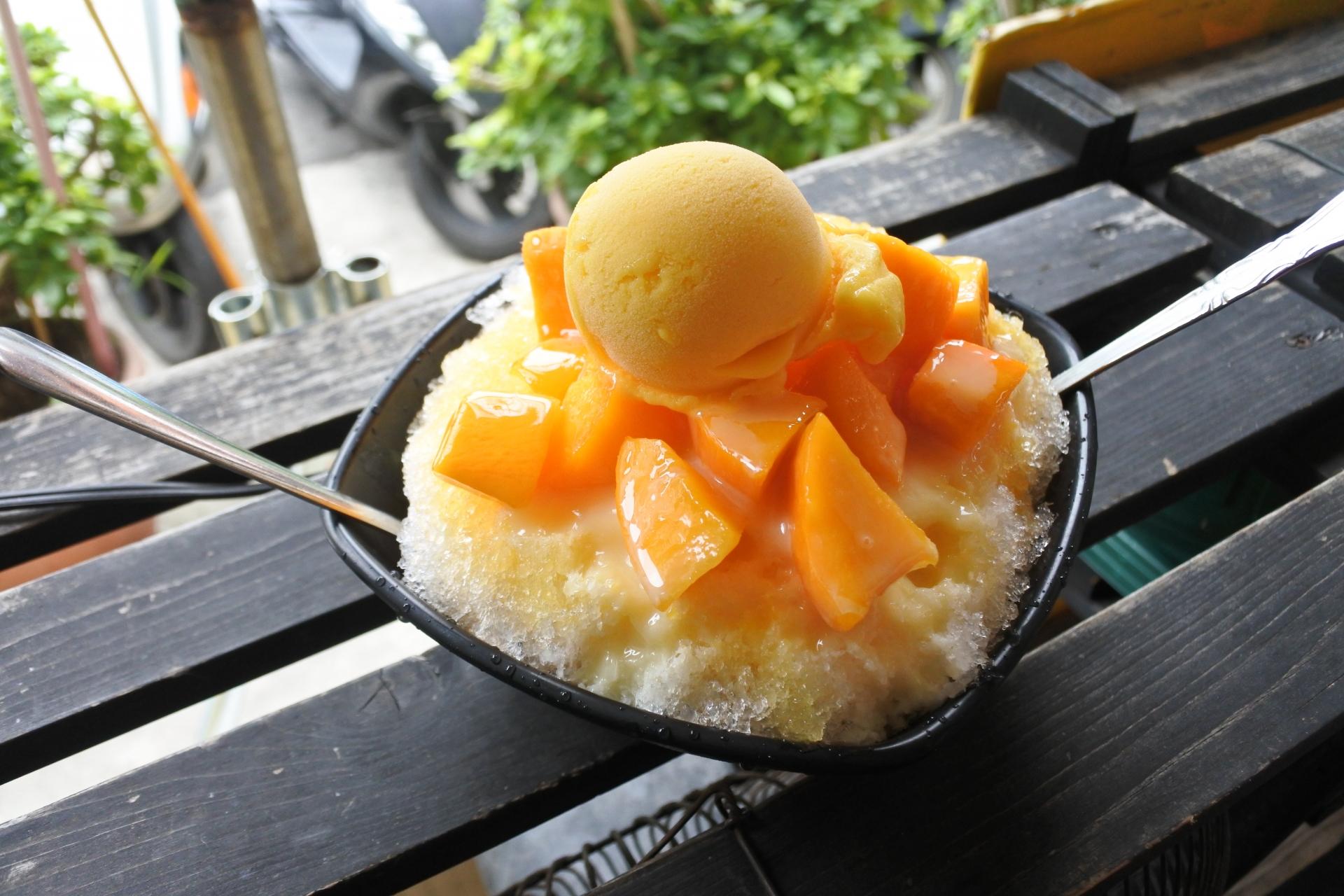 石垣島の夏の名物であるマンゴー