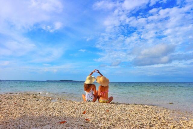 奇跡の島バラス島ツアーで上陸した女性たち