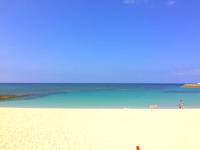 石垣島の12月の誰もいないビーチ