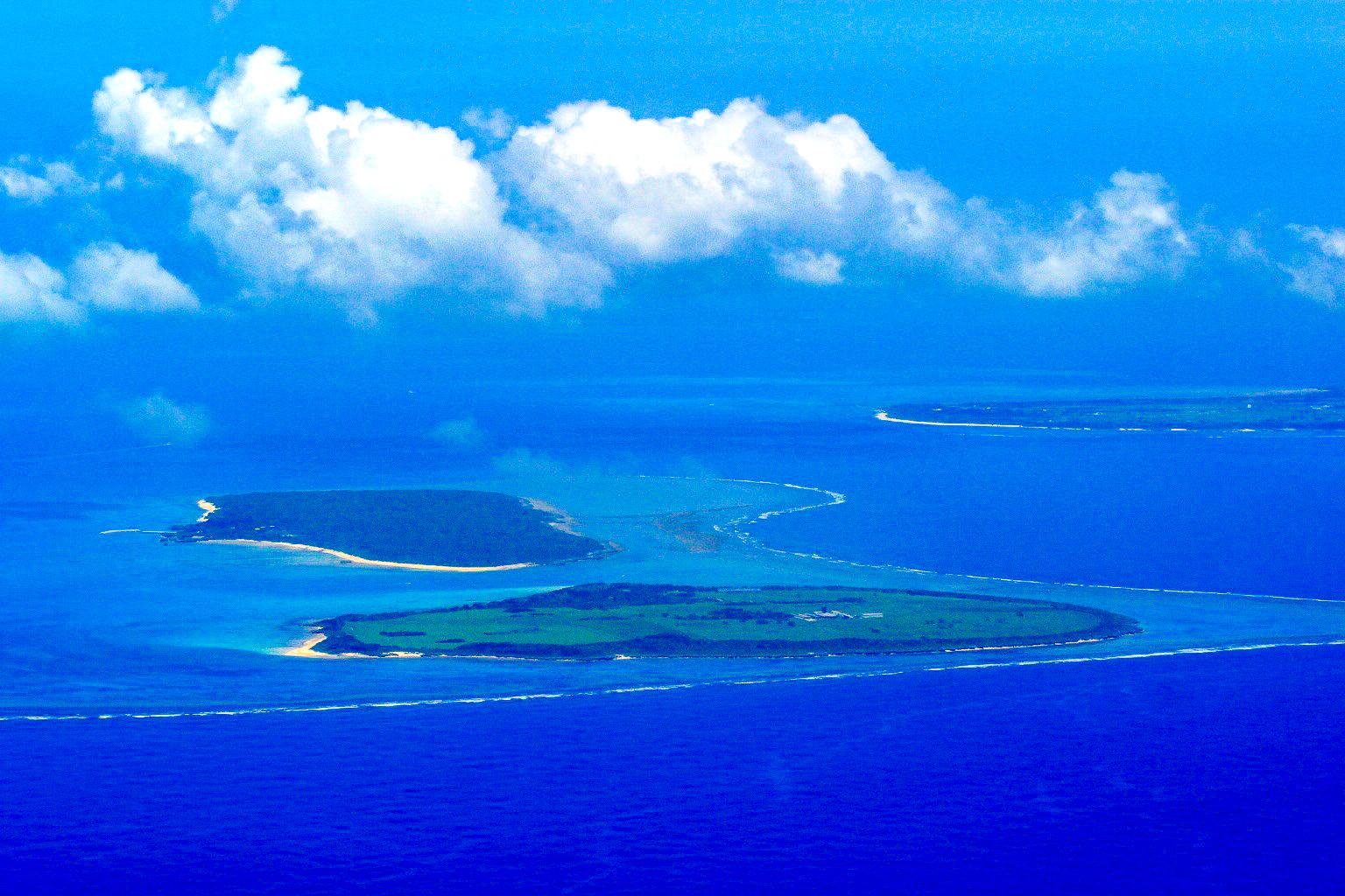 パナリ島を飛行機から撮影