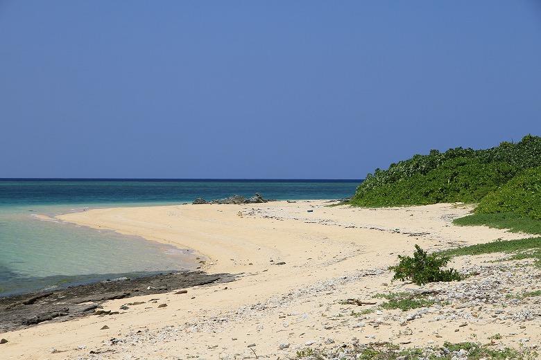 カヤマ島のビーチからの眺め