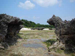 保慶海岸の岩々