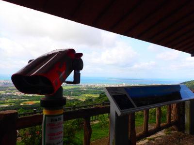 エメラルドの海を見る展望台