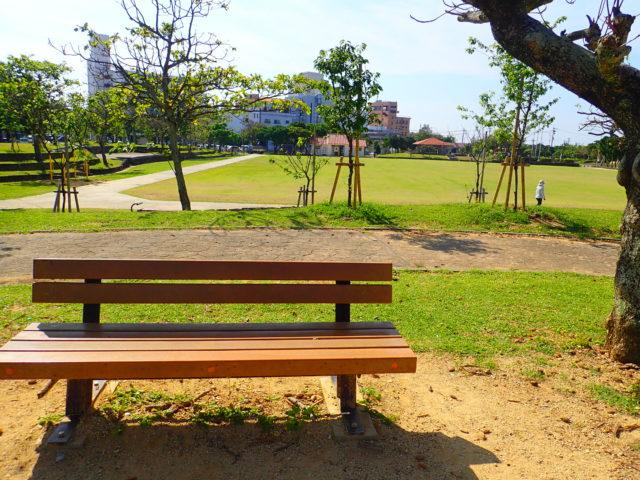 新栄公園のベンチ
