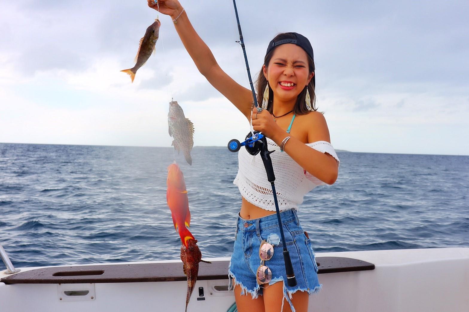 釣りツアーに参加中の女性
