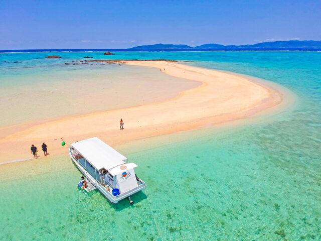 団体で船を貸し切り幻の島上陸