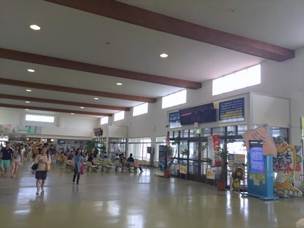 石垣島離島ターミナル内部