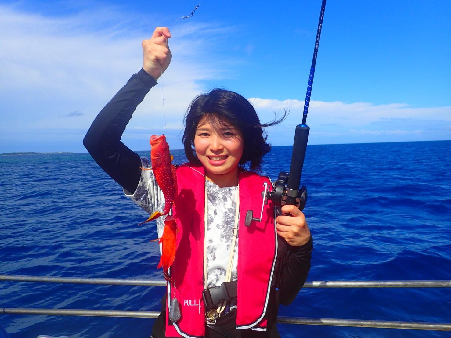 石垣島で釣りを楽しむ女性